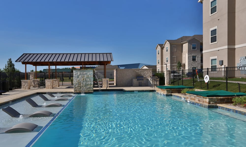 Longhorn Crossing offers a swimming pool in Fort Worth, Texas