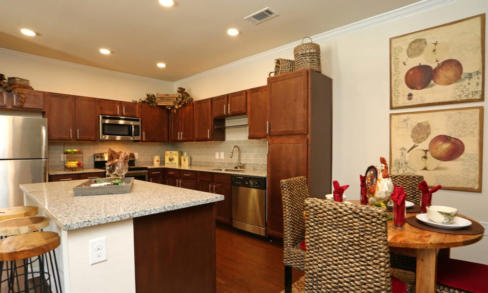 Longhorn Crossing offers a fully equipped kitchen in Fort Worth, Texas