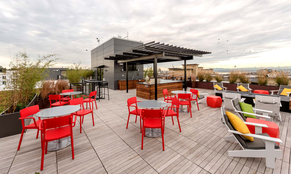 Roof top seating area at Session Apartments in Seattle
