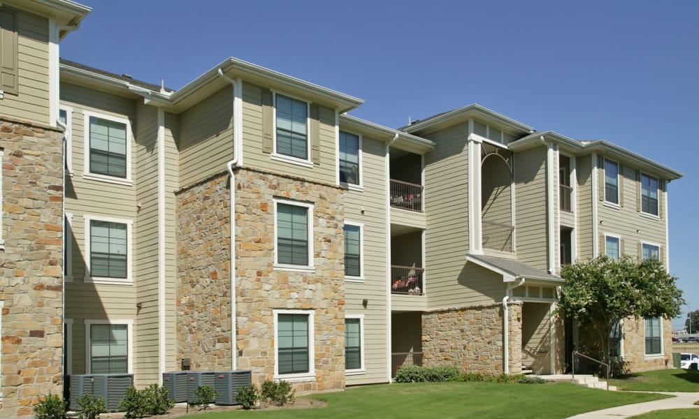 Apartment building at Retreat at Chelsea Park in Selma, Texas