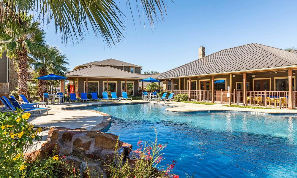 Swimming pool at Azul Apartment Homes in San Antonio, Texas