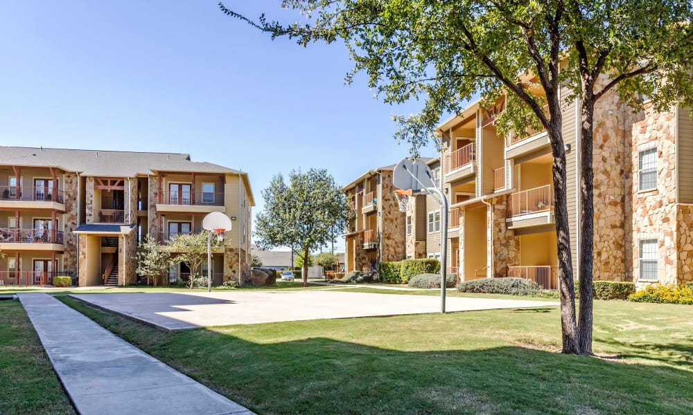 Walking paths at Azul Apartment Homes in San Antonio, Texas