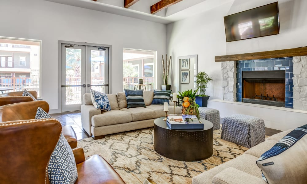 Clubhouse living room at Azul Apartment Homes in San Antonio, Texas