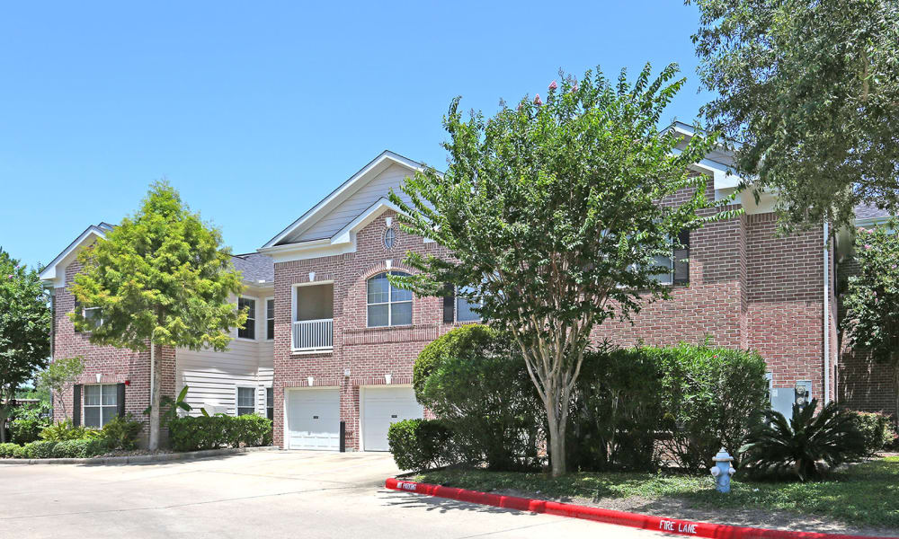 Ashley House offers apartments with garage in Katy, Texas