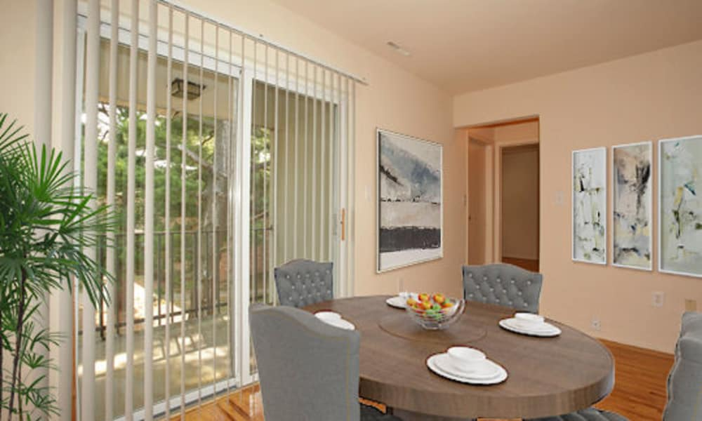 Dining Room Area at Apartments in Piscataway, New Jersey