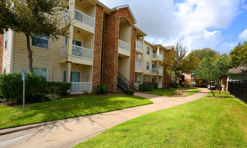 Cornerstone Ranch Apartments offers a walking paths in Katy, Texas