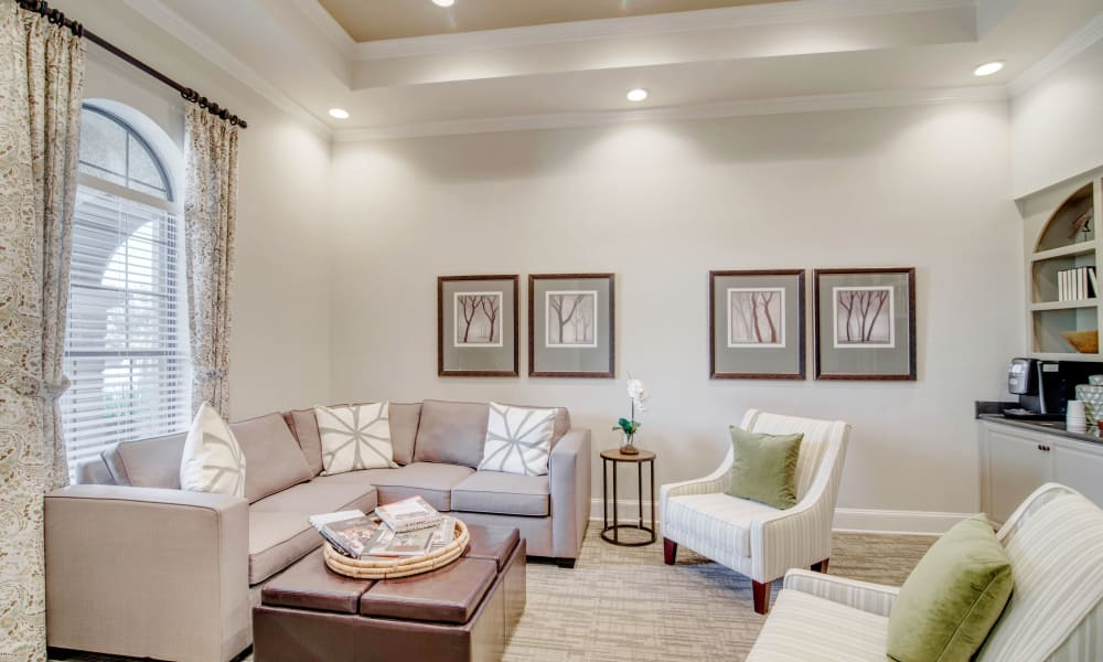 Clubhouse sitting room at Thornbury Apartments in Houston, Texas