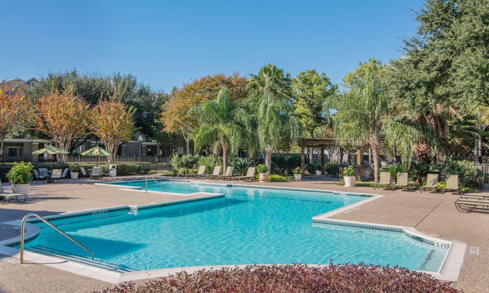 Swimming pool at Thornbury Apartments in Houston, Texas