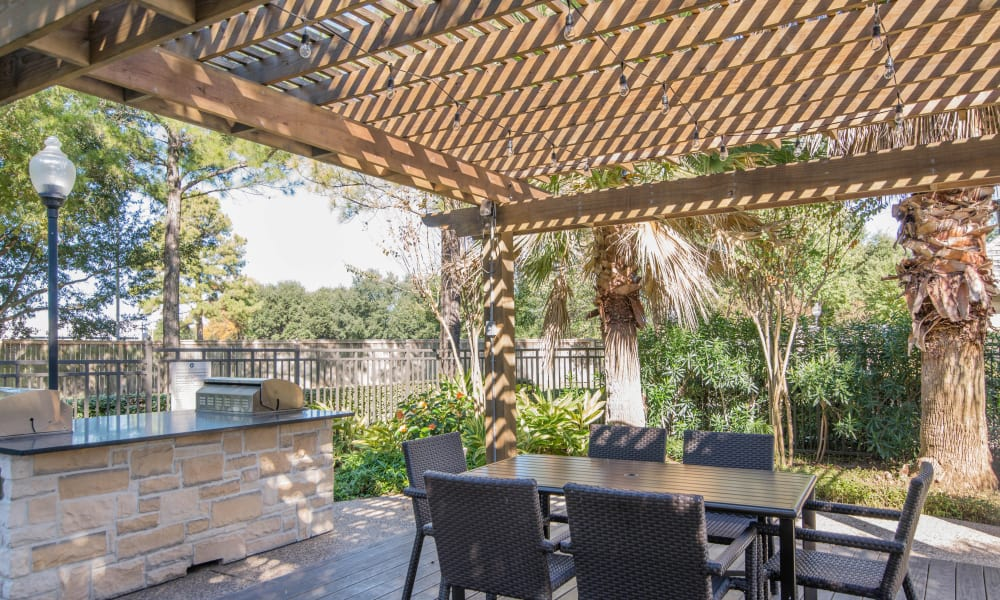 Barbecue area at Thornbury Apartments in Houston, Texas