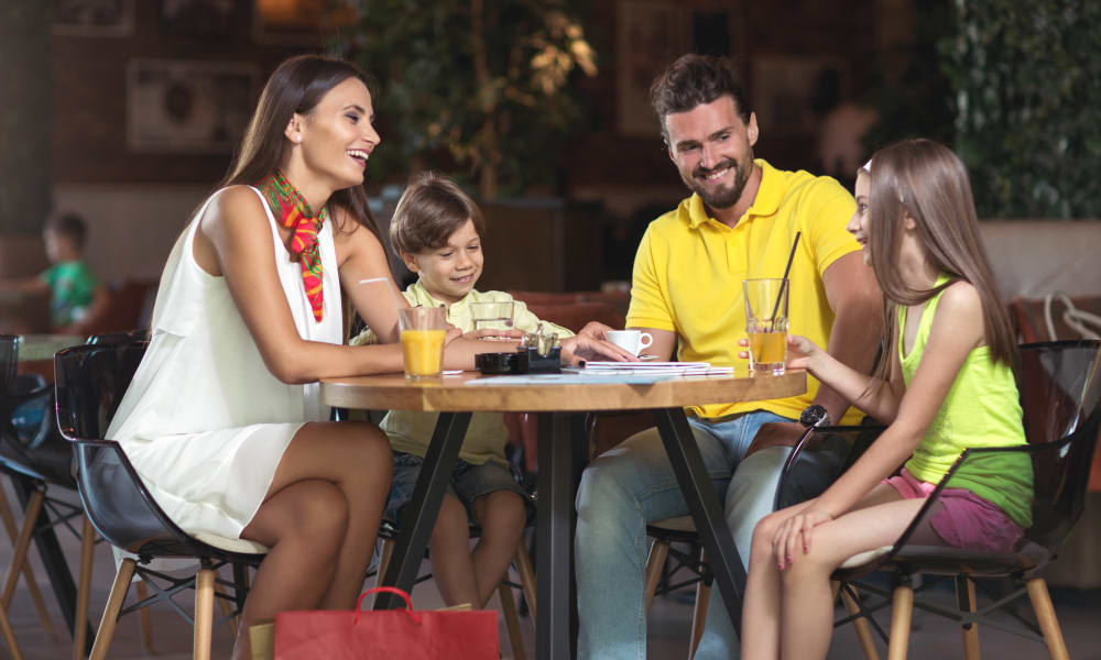 Family having dinner near Courtyard Centre Apartments in Reno, Nevada