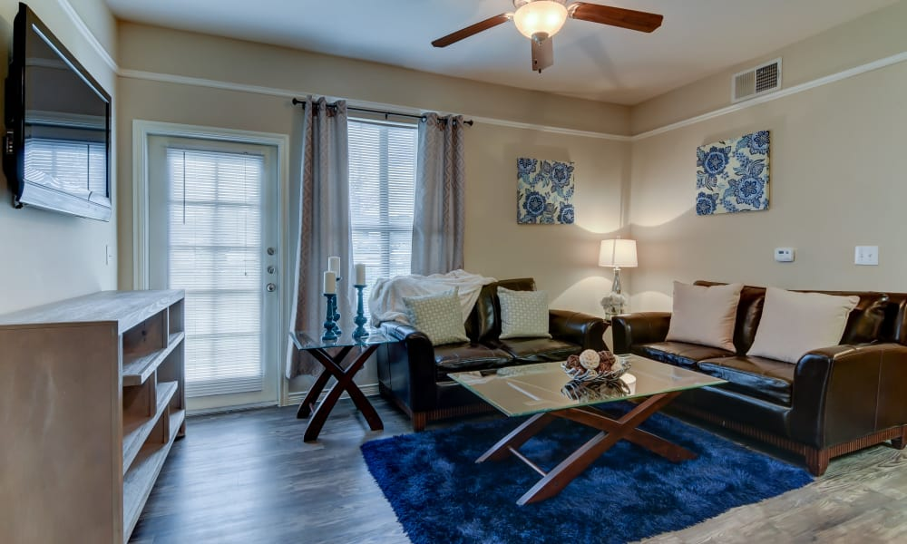 Hillstone Ranch Apartments offers a beautiful living room in San Antonio, Texas