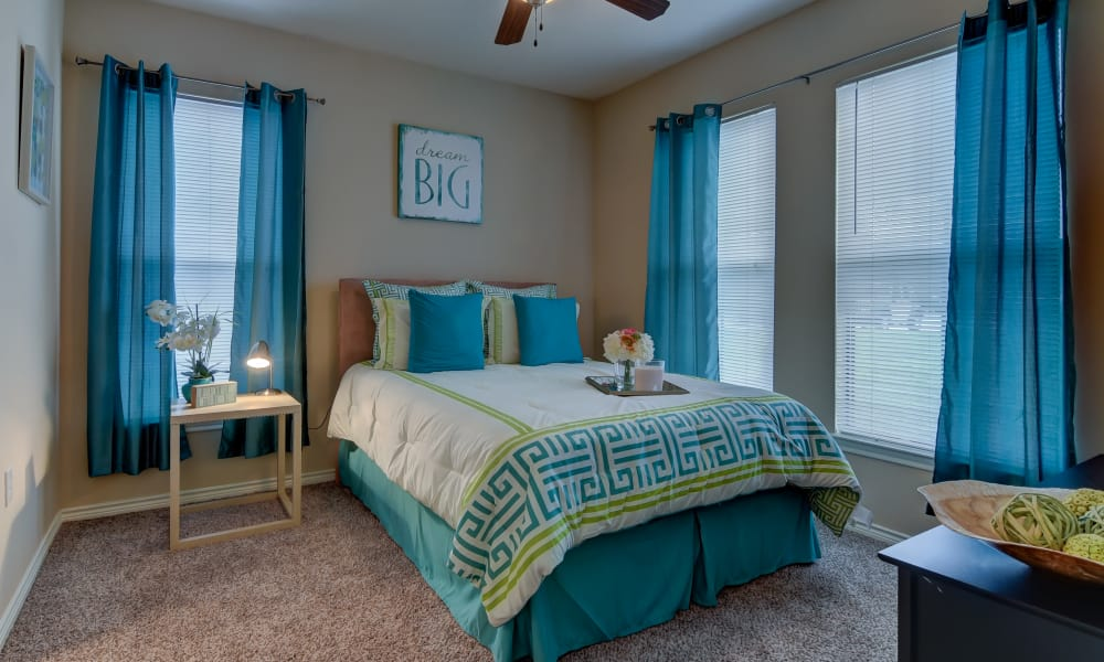 Hillstone Ranch Apartments offers a spacious bedroom in San Antonio, Texas
