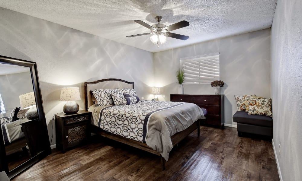 Oasis at Oakwell offers a spacious bedroom in San Antonio, Texas
