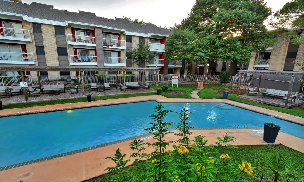 Oasis at Oakwell offers a beautiful swimming pool in San Antonio, Texas