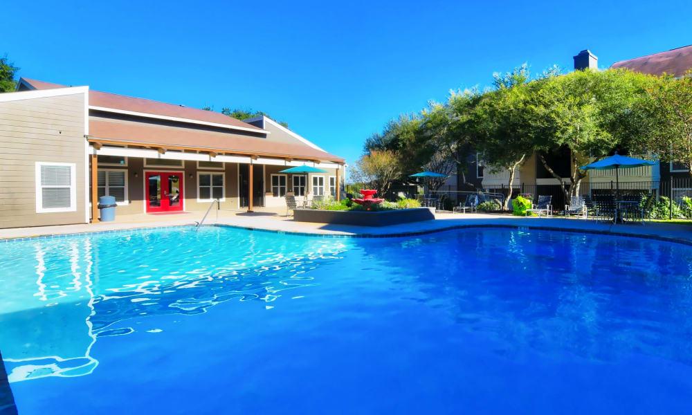 Sedona Canyon in San Antonio, Texas offer a swimming pool