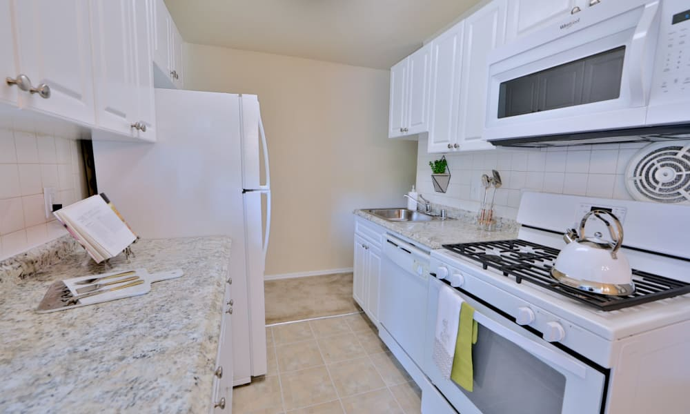 Kitchen at Brookdale at Mark Center Apartment Homes in Alexandria, VA