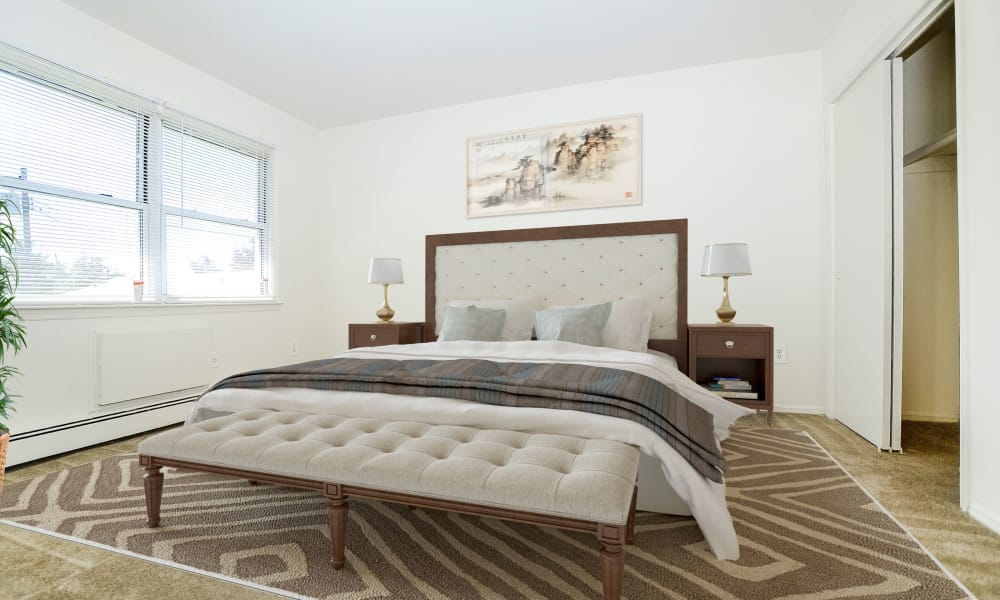 Rolling Gardens Apartment Homes offers a modern bedroom in Mahwah, New Jersey