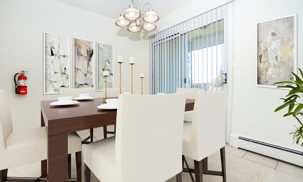 Modern dining area at Rolling Gardens Apartment Homes in Mahwah, New Jersey