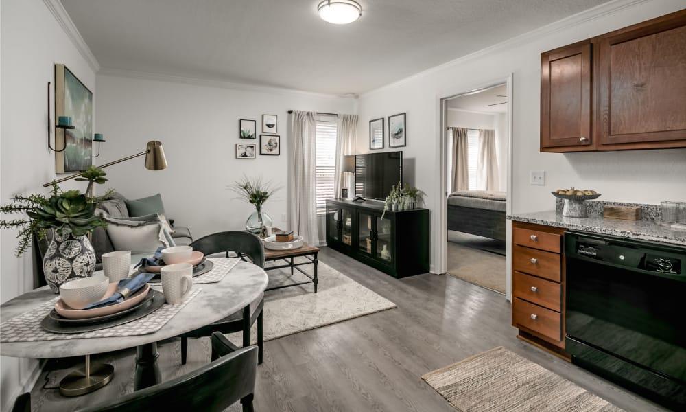 Landmark Apartments Tuscaloosa offers a spacious living room in Tuscaloosa, Alabama