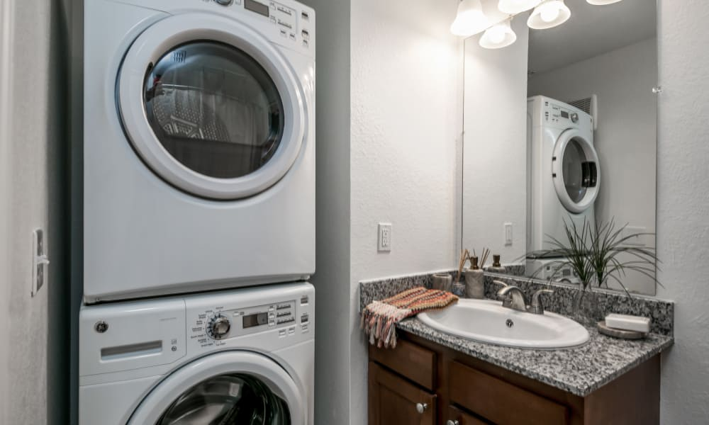 Washer and dryer at apartments in Hattiesburg, Mississippi