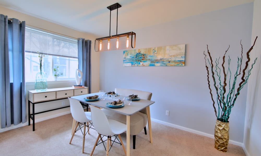 Apartment Dining Room at Willow Run at Mark Center Apartment Homes in Alexandria, VA