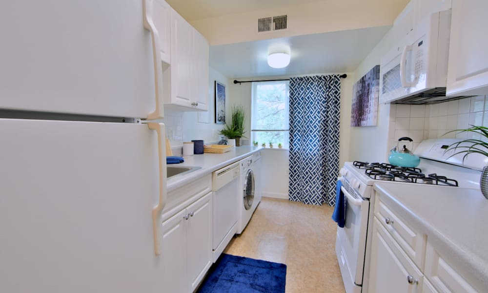 Kitchen at Stoneridge at Mark Center Apartment Homes in Alexandria, Virginia