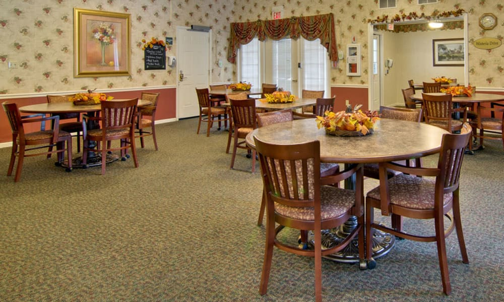 Carpeted dining room at The Arbors at Lakeview Bend in Mexico, Missouri