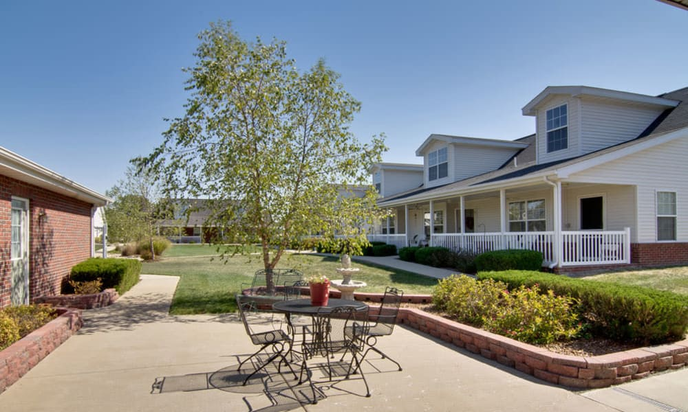 Outdoor patio at Teal Lake Senior Living in Mexico, Missouri