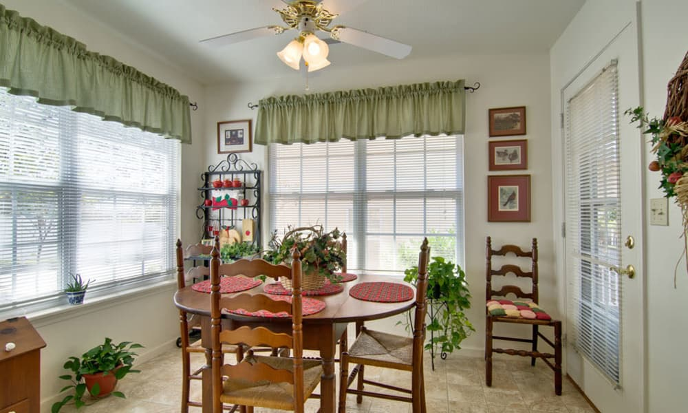 Dining area at Teal Lake Senior Living in Mexico, Missouri