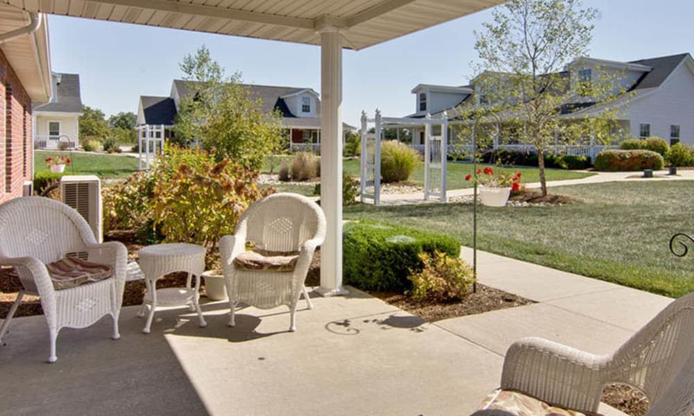 Outdoor seating at Teal Lake Senior Living in Mexico, Missouri