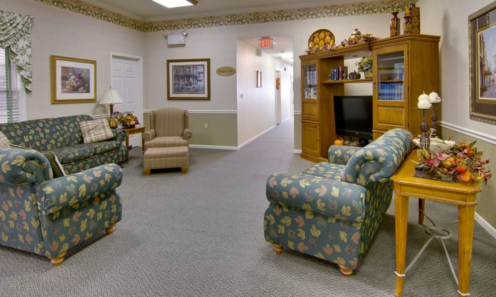Tv Lounge at Teal Lake Senior Living in Mexico, Missouri