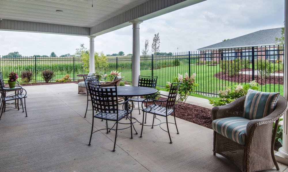 Patio with outdoor seating at Ravenwood Terrace Senior Living in Moberly, Missouri