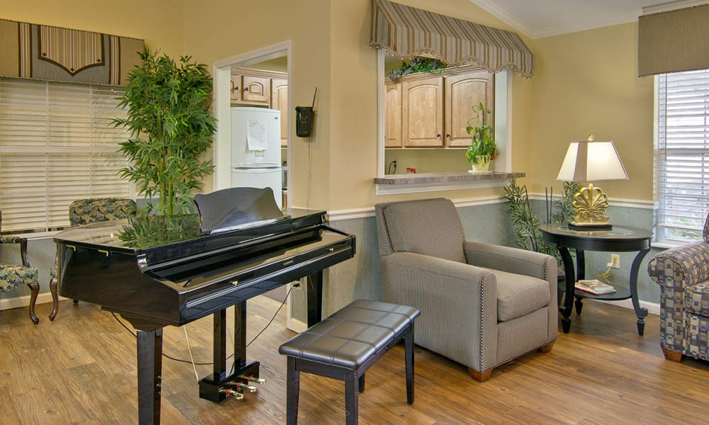Common area at Ravenwood Terrace Senior Living in Moberly