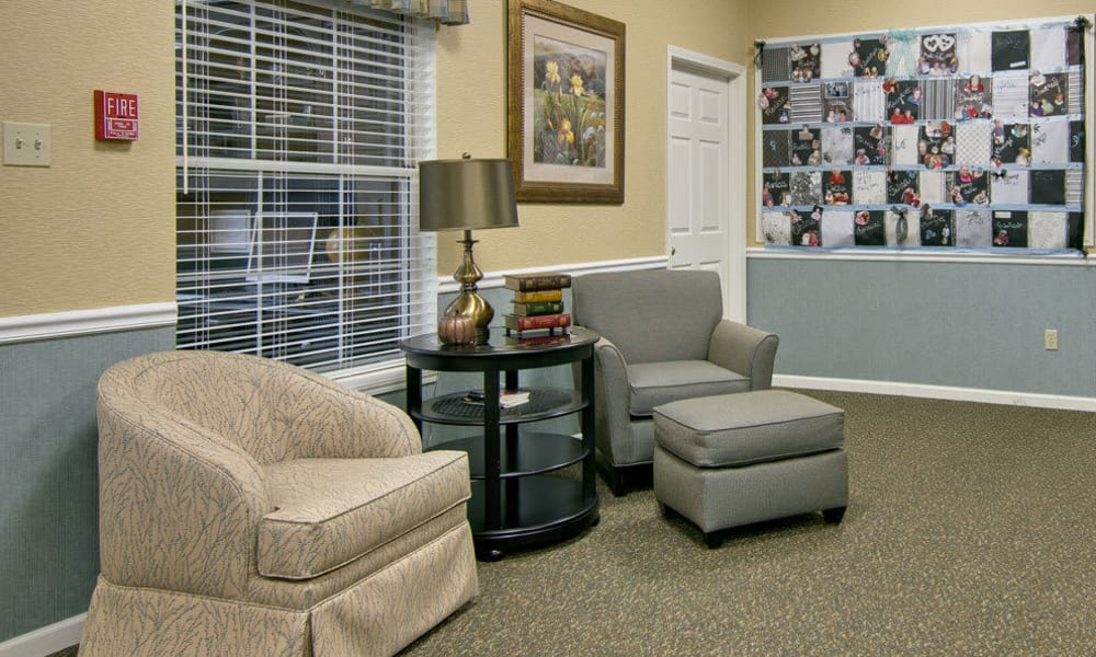 Quiet sitting area Ravenwood Terrace Senior Living in Moberly
