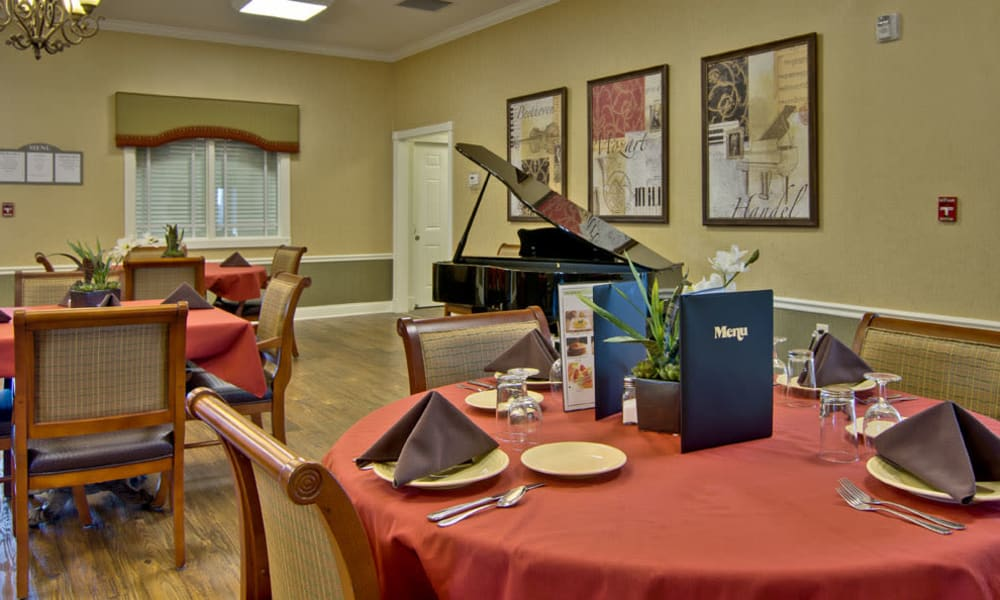 Family dining area at Parkway Gardens Senior Living in Fairview Heights, Illinois