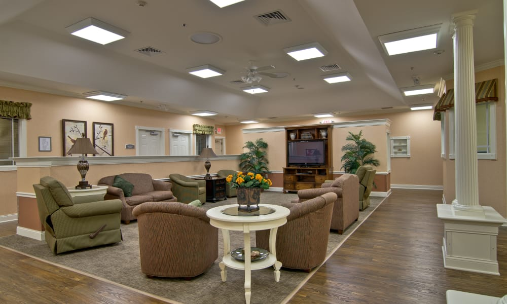 Community dining room at Parkway Gardens Senior Living in Fairview Heights, Illinois