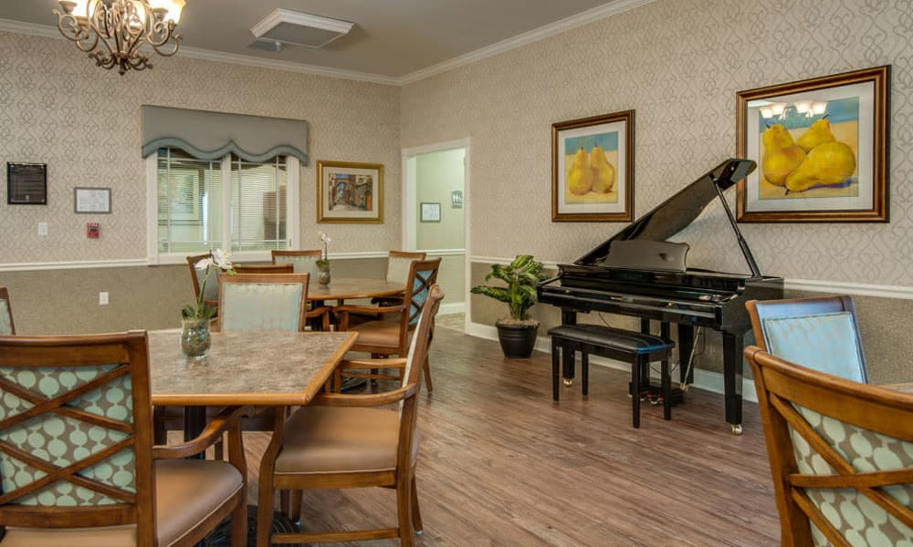 Dining area at Adams Pointe Senior Living in Quincy, Illinois