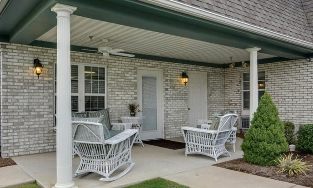 Front porch at The Arbors at WestRidge Place in Sikeston, Missouri