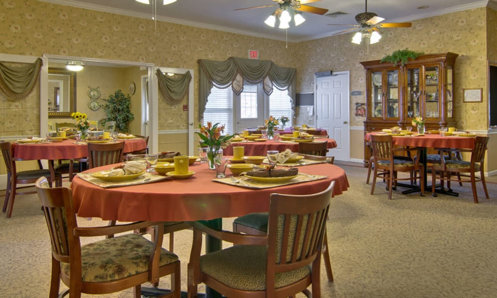 Dining area at the center of Bluff Creek Terrace Senior Living in Columbia, Missouri