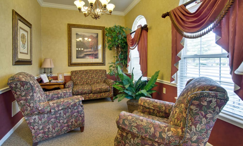 Reading Lounge at Bluff Creek Terrace Senior Living in Columbia, MO
