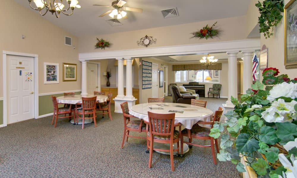 Dining area at the center of South Pointe Senior Living in Washington, Missouri
