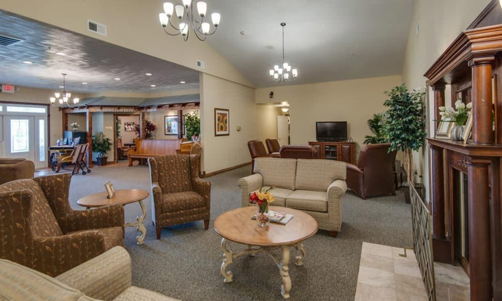 Entertainment area and lounge at Victorian Place of Washington Senior Living in Washington, MO