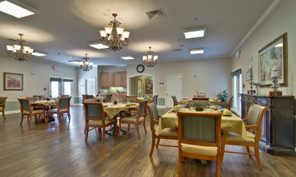 Dining area at the center of Sugar Creek Senior Living in Troy, Missouri
