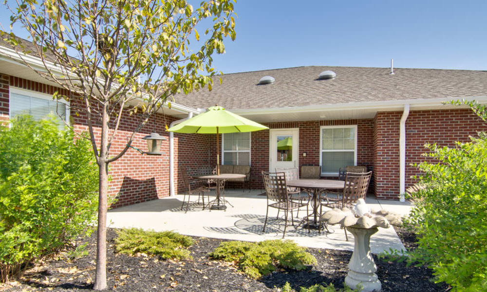 Outdoor seating at Sugar Creek Senior Living in Troy, Missouri