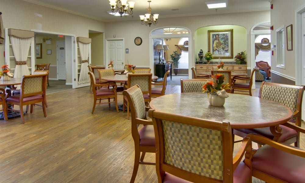 Community dining room at Highland Crest Senior Living in Kirksville, Missouri