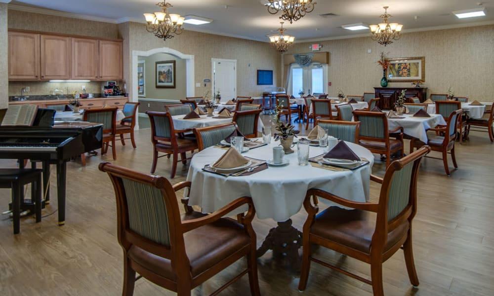 Community kitchen and dining room at Maplebrook Senior Living in Farmington, Missouri