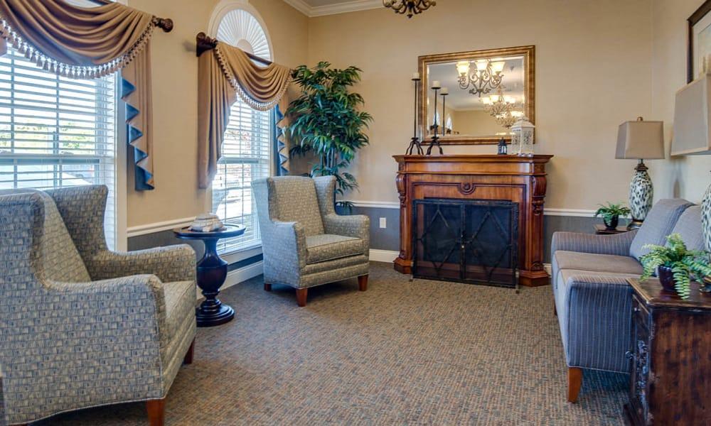 Quiet reading room at Maplebrook Senior Living in Farmington, Missouri