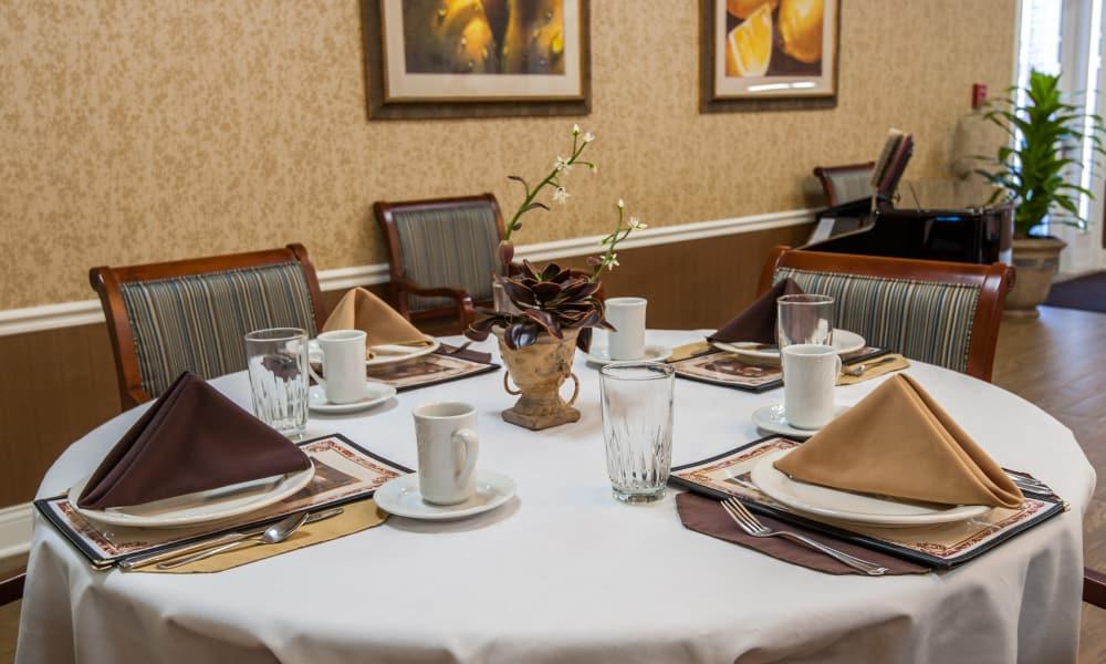 Dining area at the center of Maplebrook Senior Living in Farmington, Missouri