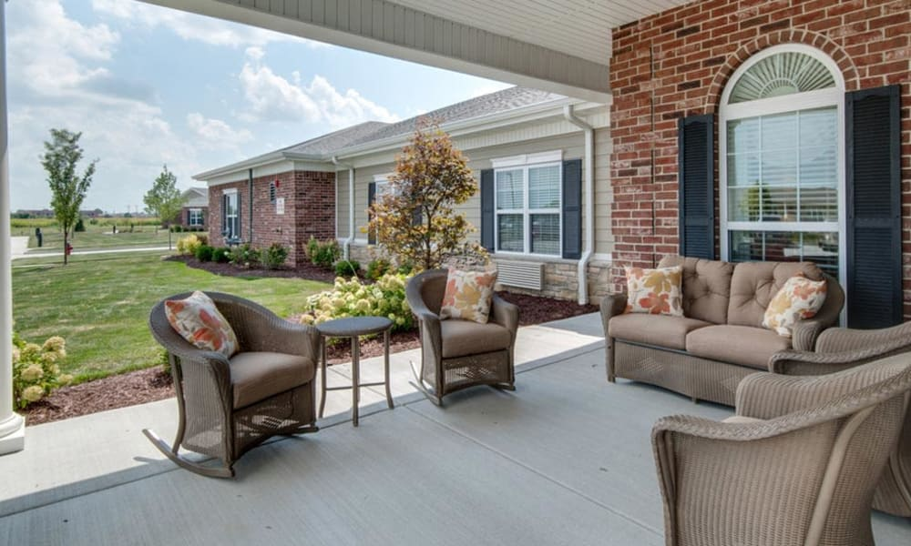 Shaded outdoor seating at Mattis Pointe Senior Living in Saint Louis, Missouri