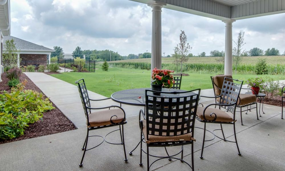 Outdoor sitting area at Mattis Pointe Senior Living in Saint Louis, Missouri